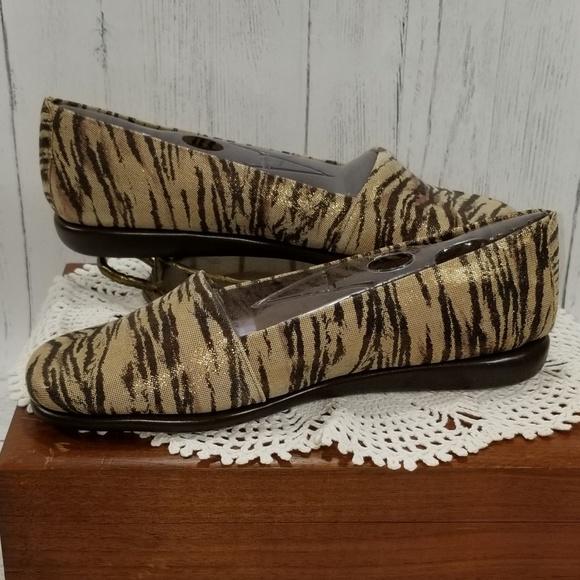 653383e63bb Aerosoles Ladies Girls Loafers Sz 7M Mr. Softee